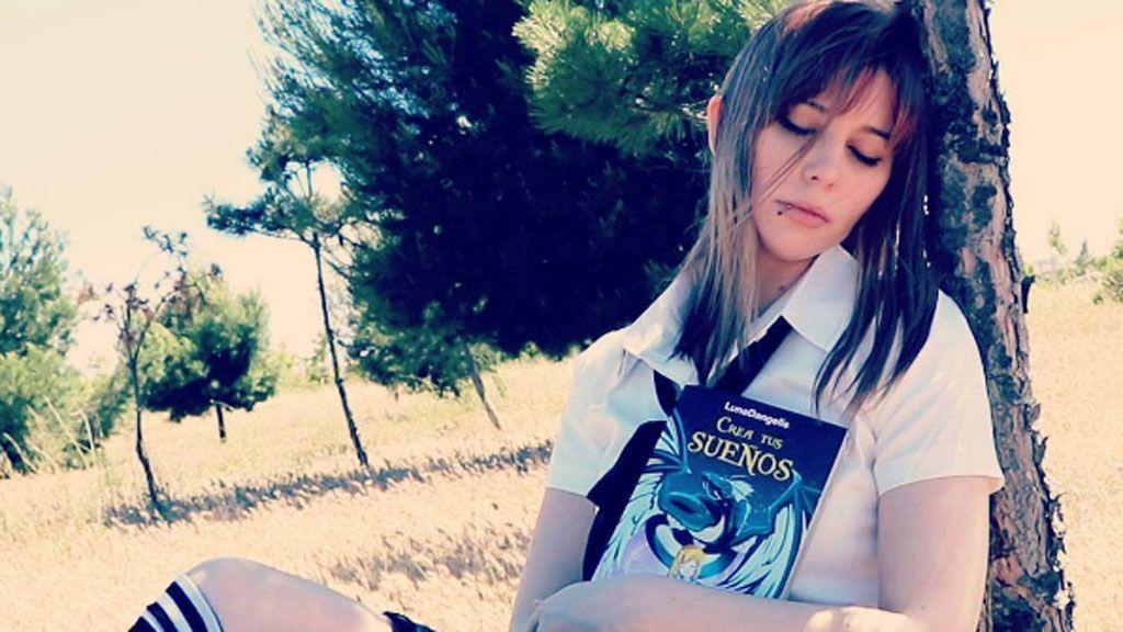 Así es Luna Dangelis, la 'influencer' que ha batido el records en la Fería del Libro