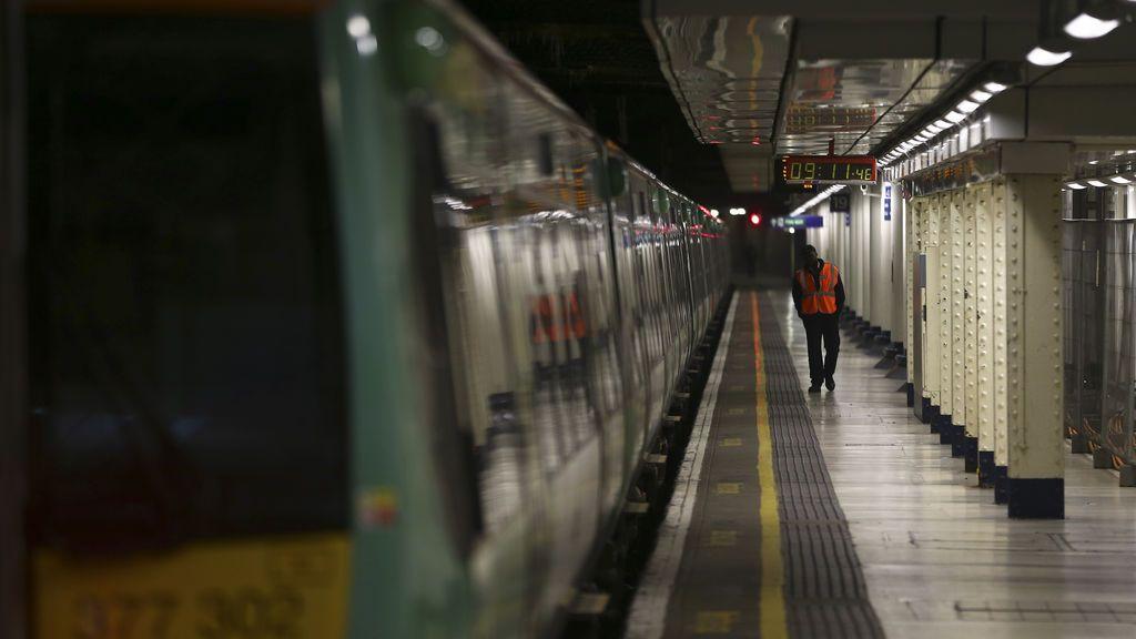 Dos niños de 13 años muy graves tras ser electrocutados en una línea de tren