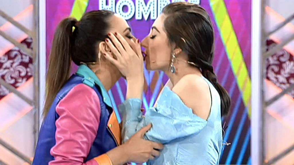 Cristina Rodríguez besa por primera vez a una mujer: ¡A Natalia Ferviú!