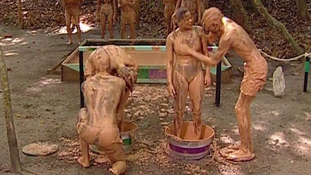Una bañera de barro y mucho 'sobe' en la prueba de recompensa de 'Supervivientes'