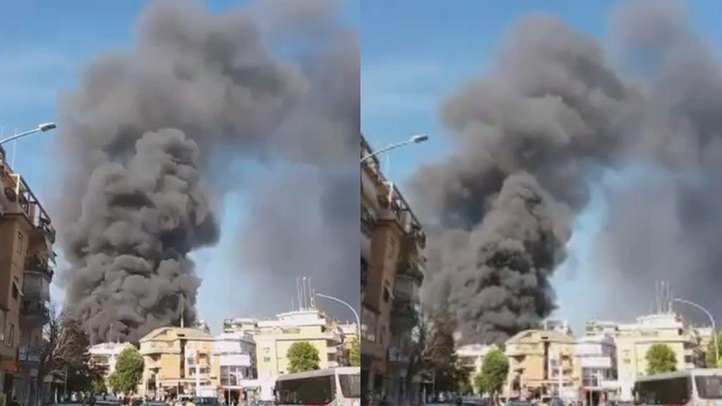 Una nube de humo negro y una explosión en las proximidades del Vaticano