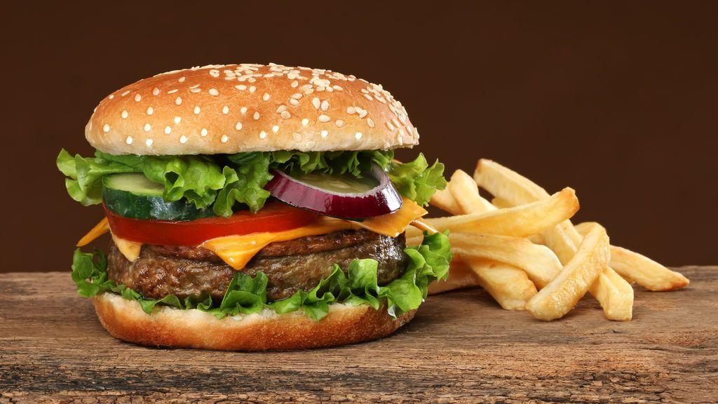 Un niño come todos los días durante dos años hamburguesas y... adelgaza