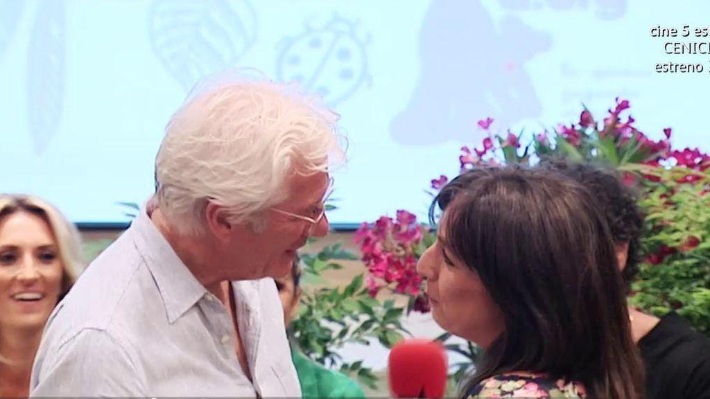 Una reportera de 'AR' se reencuentra con Richard Gere... diez años después de que un abrazo suyo le cambiara la vida