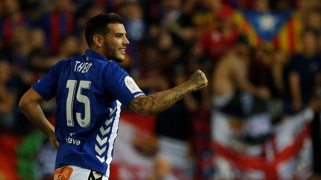 Theo Hernández sigue pasando de Francia en la playa y quiere jugar con España, según MARCA