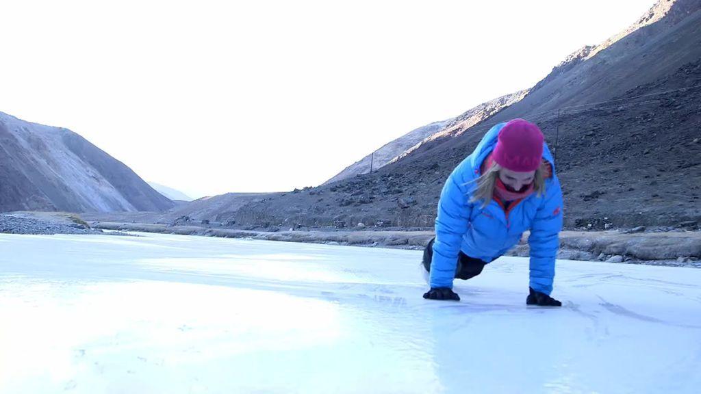 Lo de Elsa Pataky no es normal... ¿Un lago helado? ¡Pues nos hacemos unas flexiones!