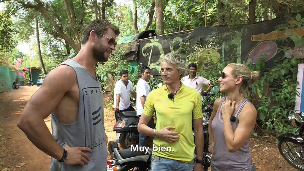 Elsa Pataky y Jesús Calleja cuentan con un acompañante muy especial en su aventura: ¡Chris Hemsworth!
