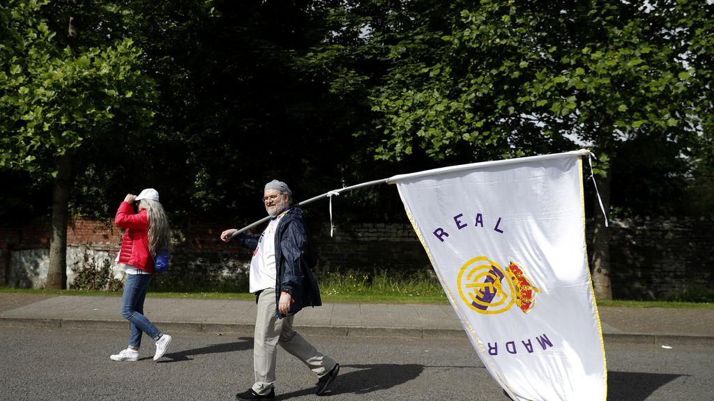 Aficionados del Real Madrid antes de la final de la Champions