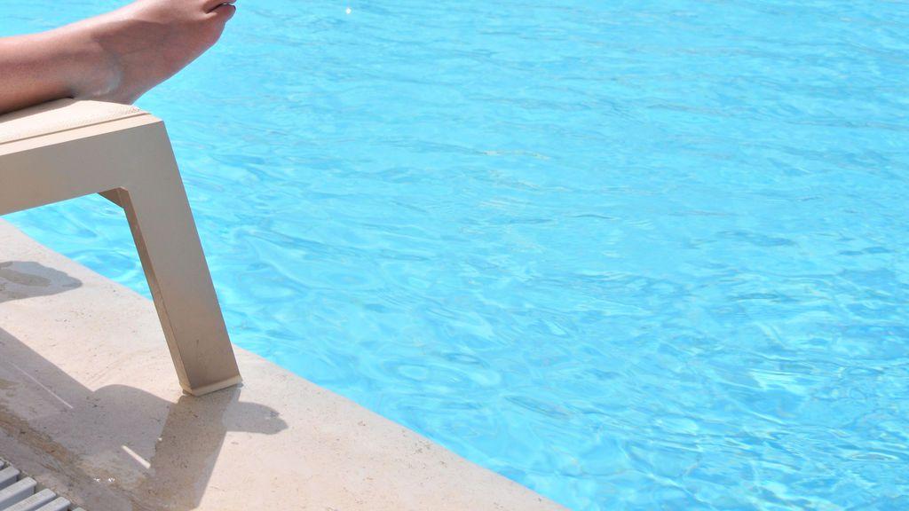 Herido grave un chico de 14 años succionado por la depuradora de una piscina en Valencia