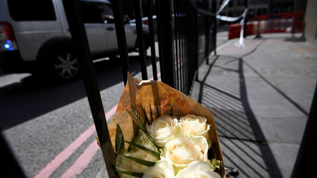 Flores en recuerdo de las víctimas del atentado de Londres