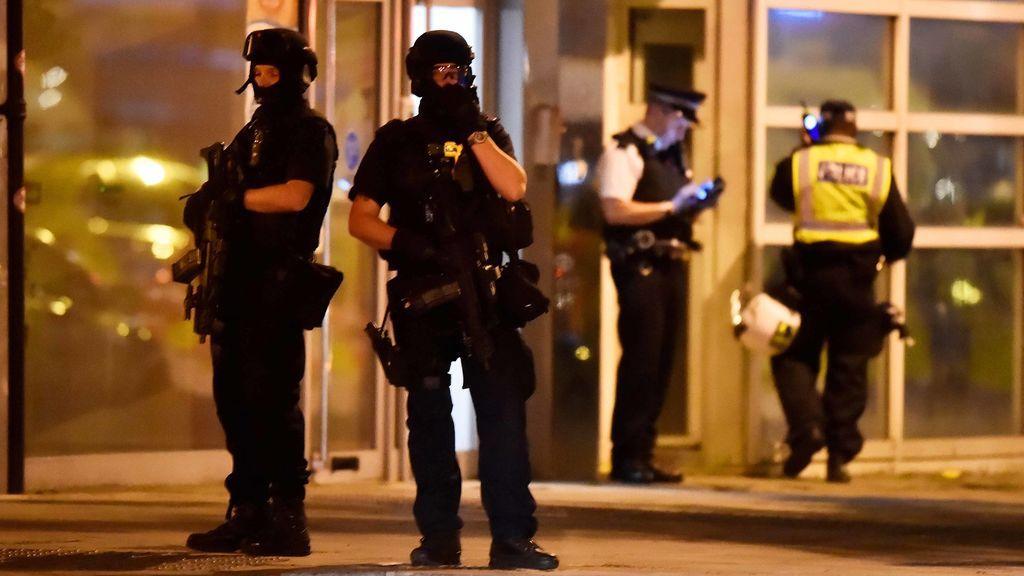 La Policía británica estima seis civiles y tres atacantes muertos en el atentado de Londres
