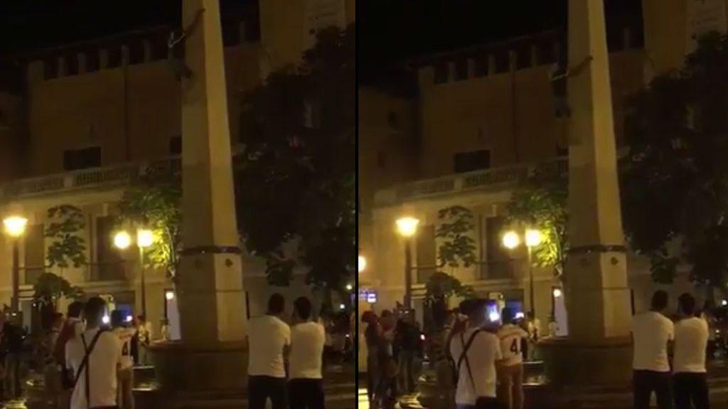 La impactante caída desde cuatro metros de un aficionado que enloqueció celebrando la Champions del Madrid