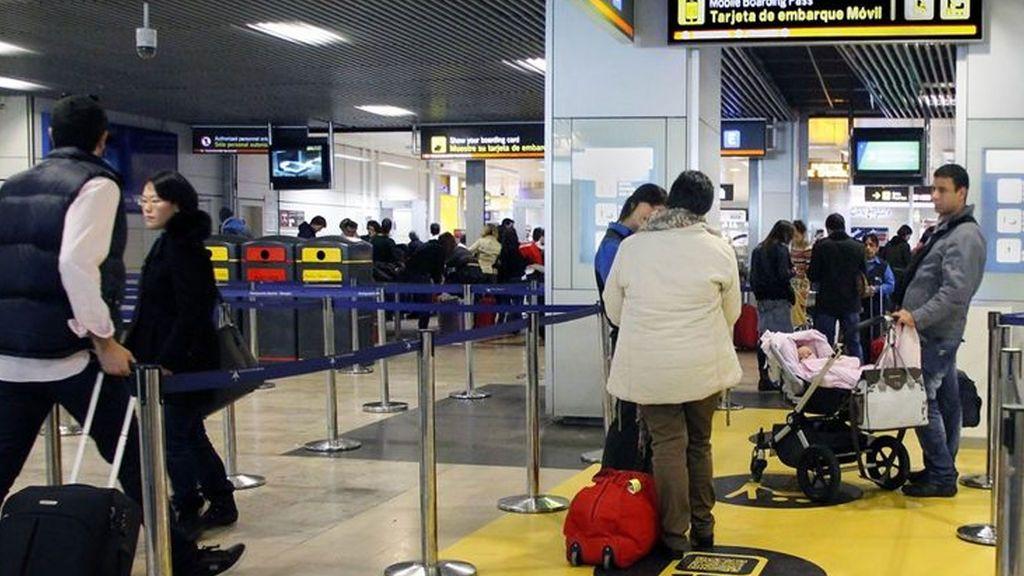 Detenido cuando iba a  subir a un avión en Madrid con un billete comprado de forma fraudulenta