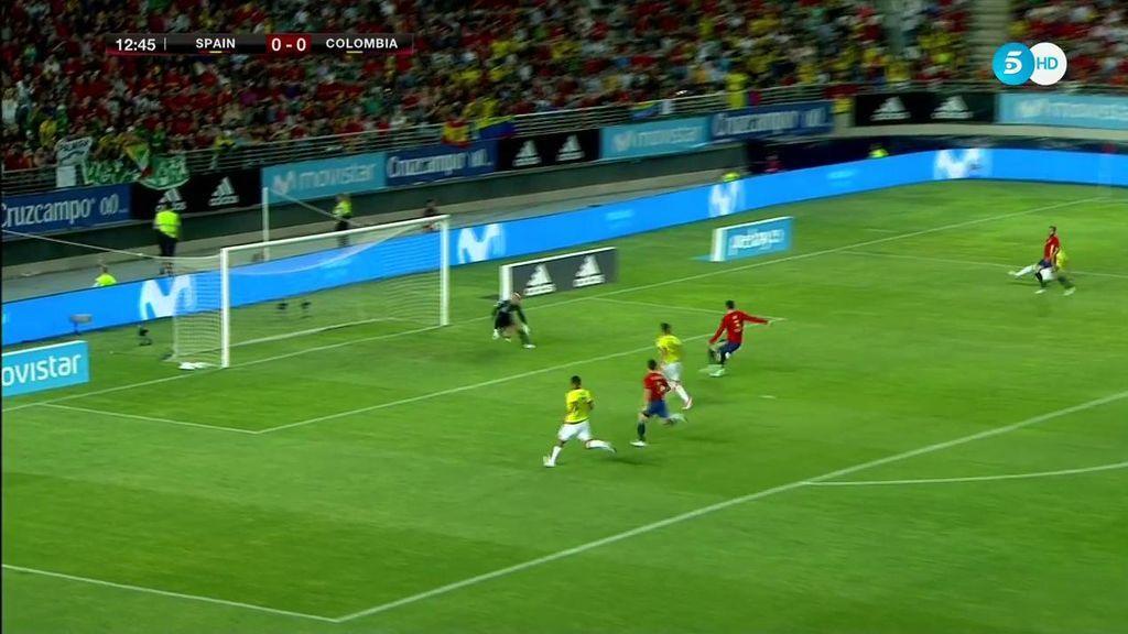 Así responde Piqué a los pitos en Murcia: ¡qué manera quitarle el gol a Falcao!