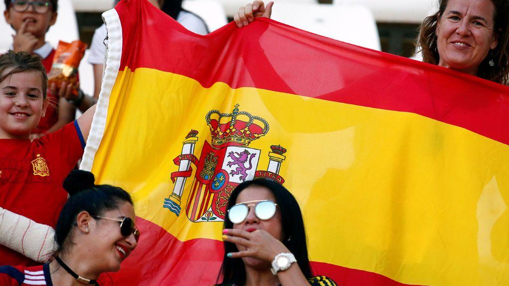"""A falta de letra… así cantó la Nueva Condomina el himno de España: """"¡Lo, lo, lo, lo…!"""