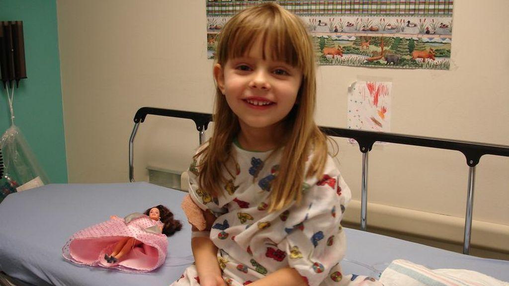 Una niña de 6 años muere de cáncer y deja notas escondidas para sus padres