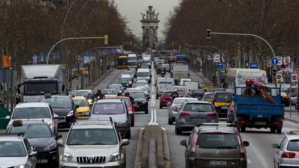 Barcelona se suma a la prohibición de circular a los coches más contaminantes