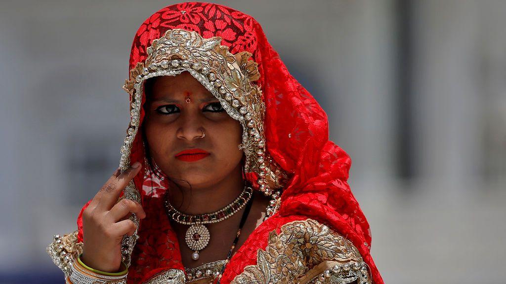 Una mujer india en el templo sij en Nueva Delhi