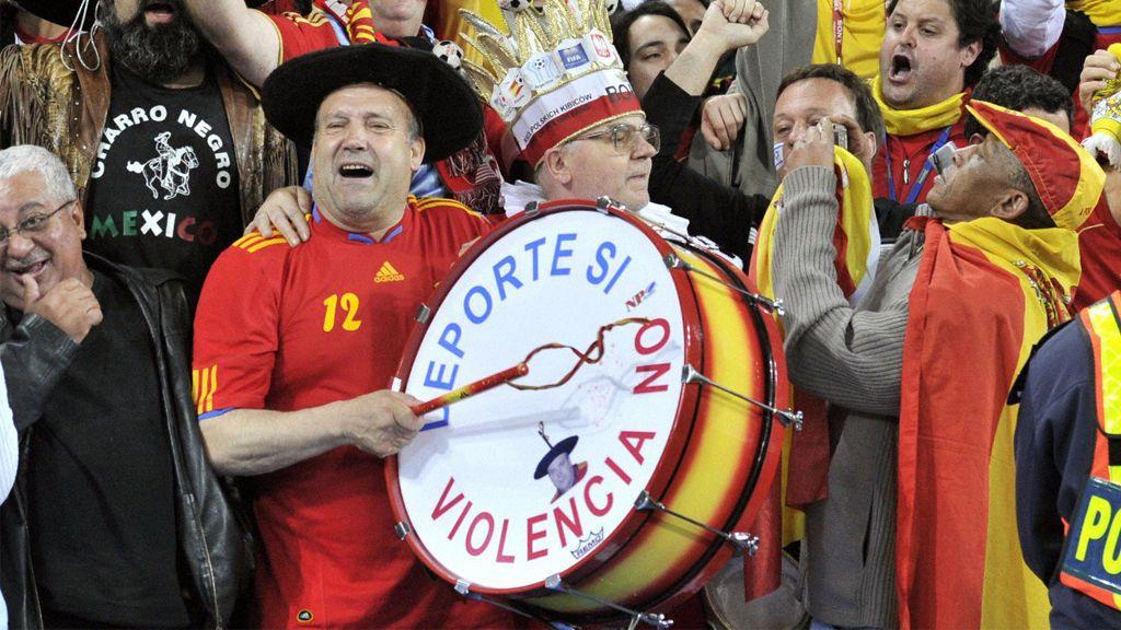 ¡Roban el bombo a Manolo! Indignación entre la afición española