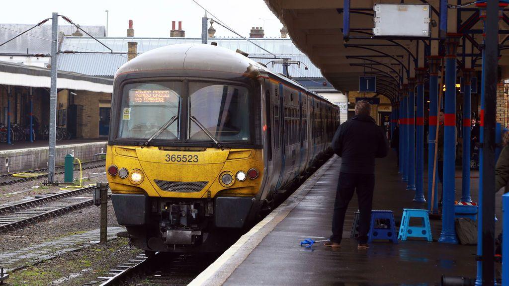 Un actor ensaya en el baño de un tren y le detienen creyendo que es un terrorista