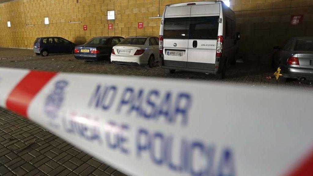 Mata a su mujer en el parking de Sevilla