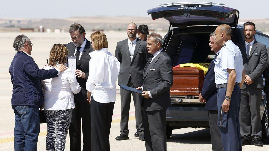 El cuerpo de Ignacio Echeverría llega a Madrid en un avión militar