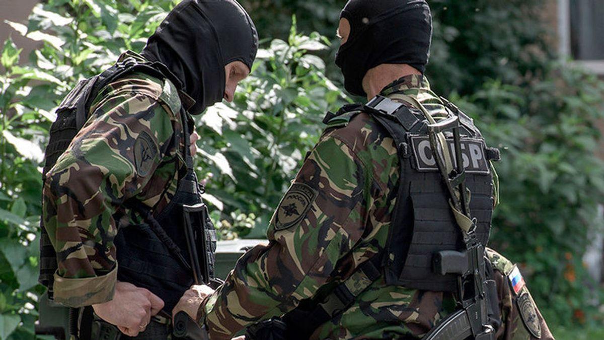 Un hombre mata a varias personas y dispara a transeúntes desde su casa en Moscú