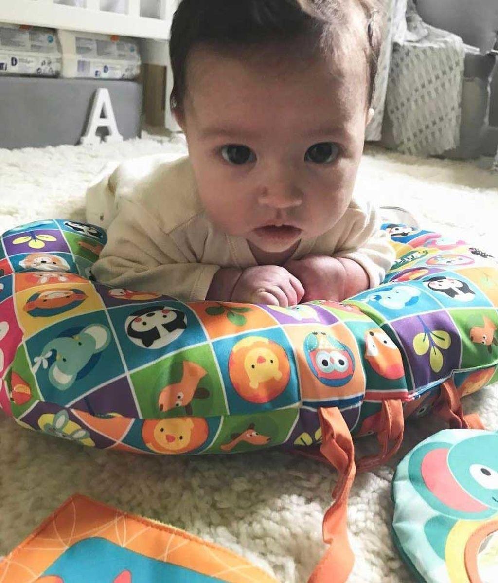 Su primer partido de fútbol y el primer corte de pelo: así han sido los cuatro meses de Arnaldo junto a su mami, Noelia López