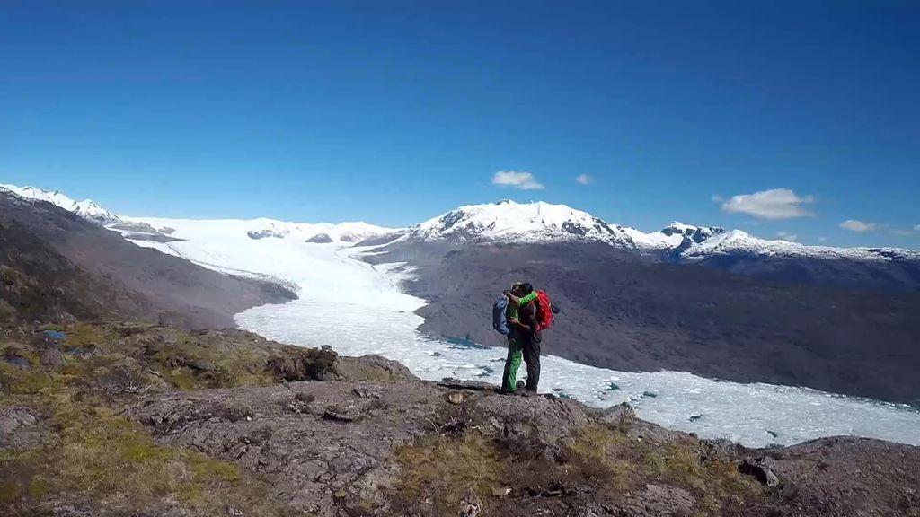 Jesús Calleja y Cayetano Rivera alcanzan la cima rodeados del mejor paisaje