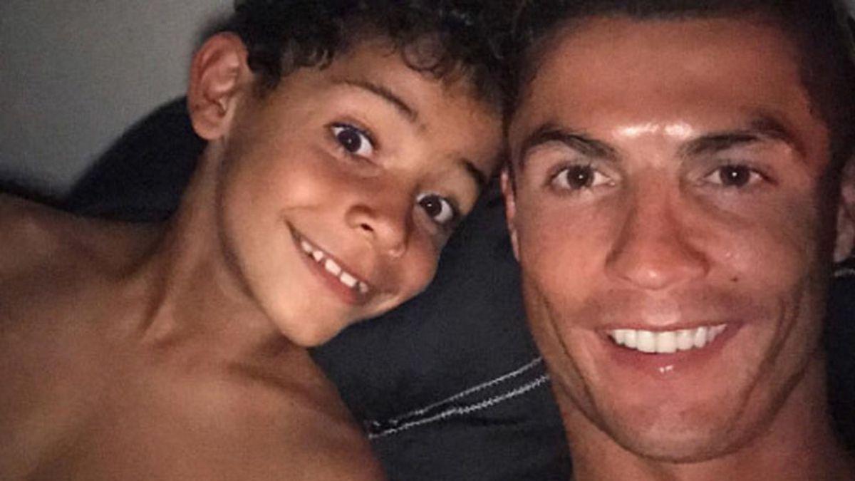 Cristiano Ronaldo y su hijo comparten cambio de look