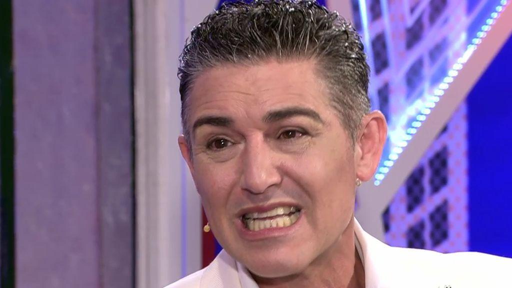 Los GIFS con las caras de Ángel Garó en su entrevista 'Deluxe'