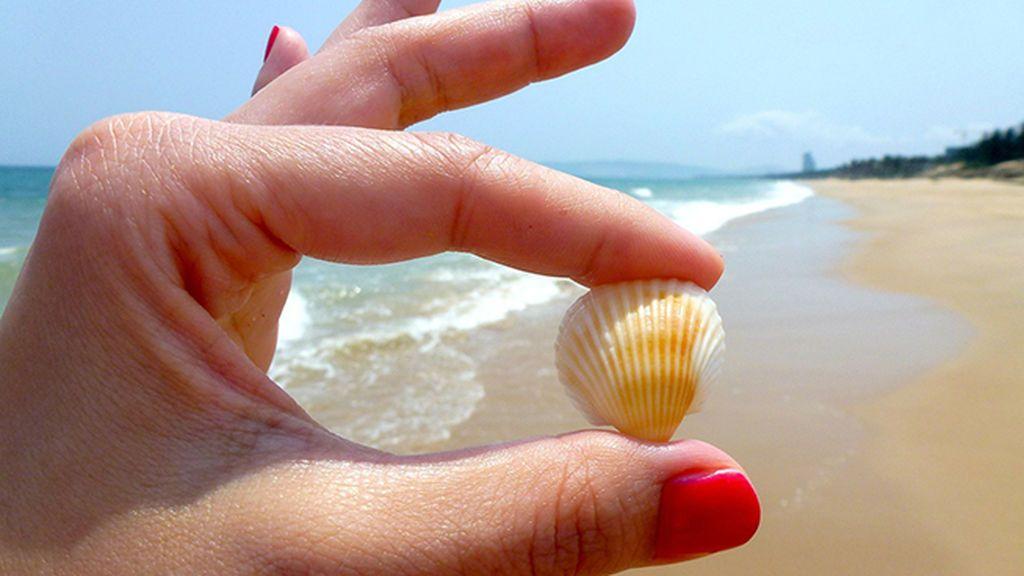 Los mejores trucos (y más útiles) para que las uñas no se estropeen en la playa