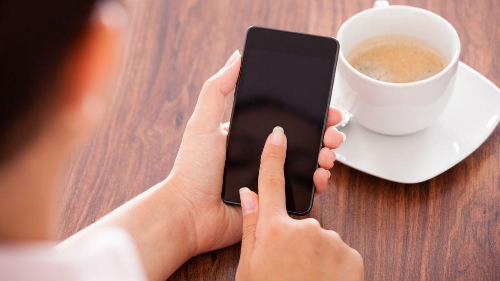 Piden 7 años de cárcel para un joven que espiaba a su novia con un móvil que le regaló