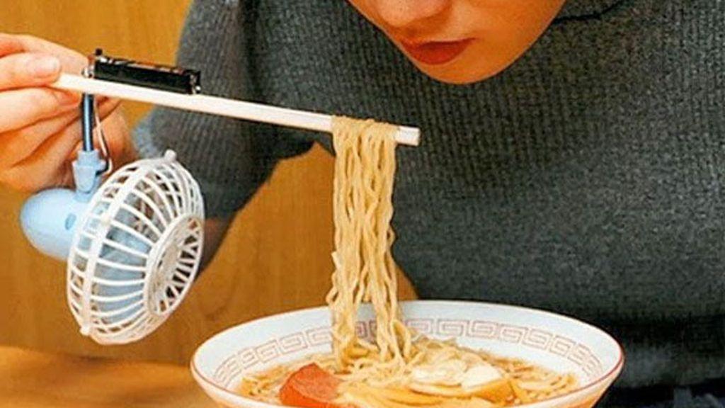 Ventilador en palillos chinos: ¡cuidado, que quema!