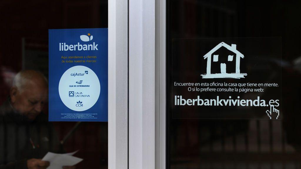 La CNMV prohíbe a los bajistas especular con el valor y Liberbank rebota un 30 %