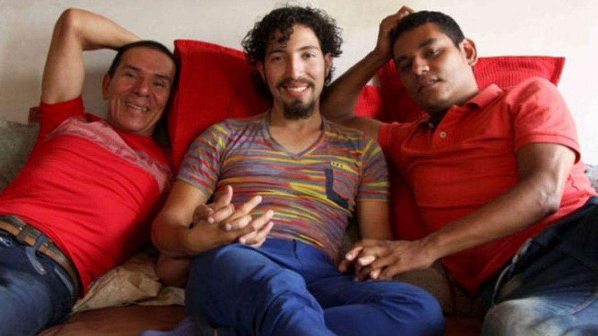Colombia autoriza un matrimonio a tres: Manuel Bermúdez, Víctor Hugo Prada y Alejandro legalizan su unión