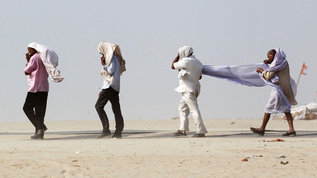 Tormenta del polvo en Allahabad, la India
