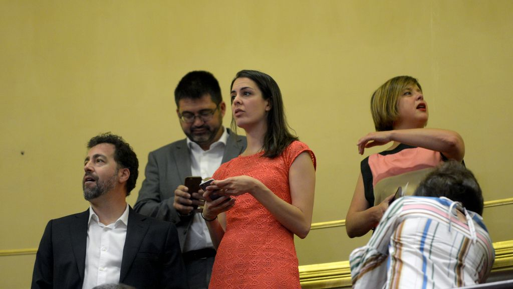 Rita Maestre, antes del comienzo de la intervención de Montero