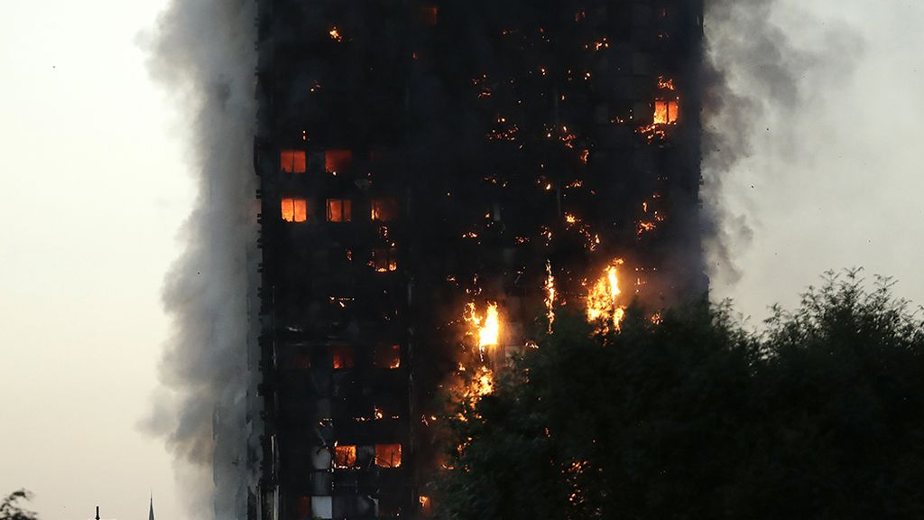 Infierno en un bloque de viviendas en Londres