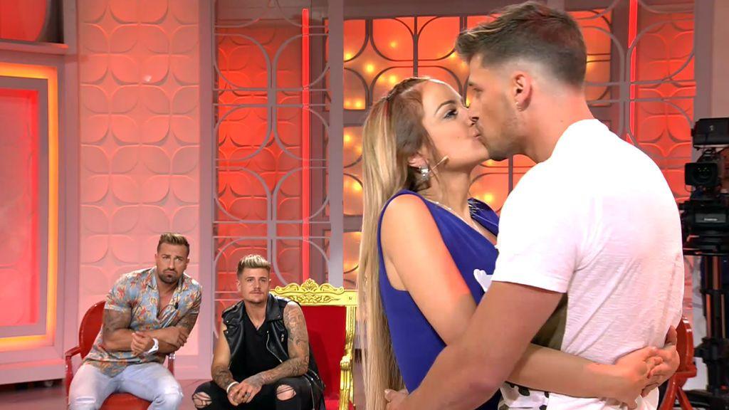 Marta deja plantado a Christian... ¡Y besa apasionadamente a Albert!