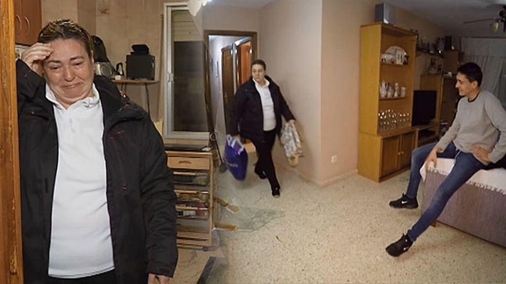 Alejandro impone su ley y obliga a su madre a dormir cada noche en hostales