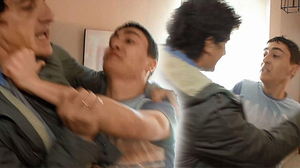 Brutal: Alejandro la emprende a golpes contra Jero García