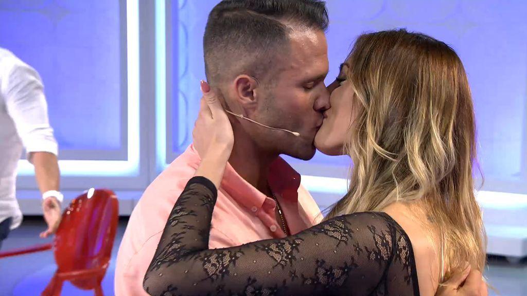 """""""No quiero que te vayas""""… ¡Fabio y Bienve se reconcilian con un beso de película!"""