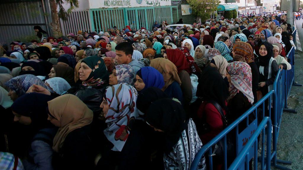 Mujeres dirigiéndose a la oración del viernes de Ramadán