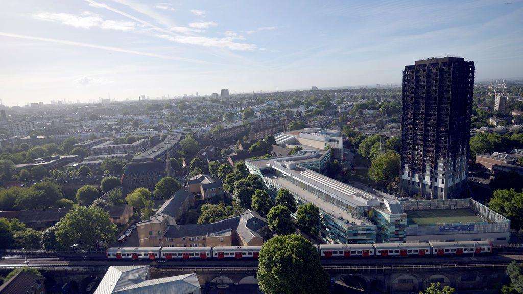 El edificio incendiado en Londres, desde el aire