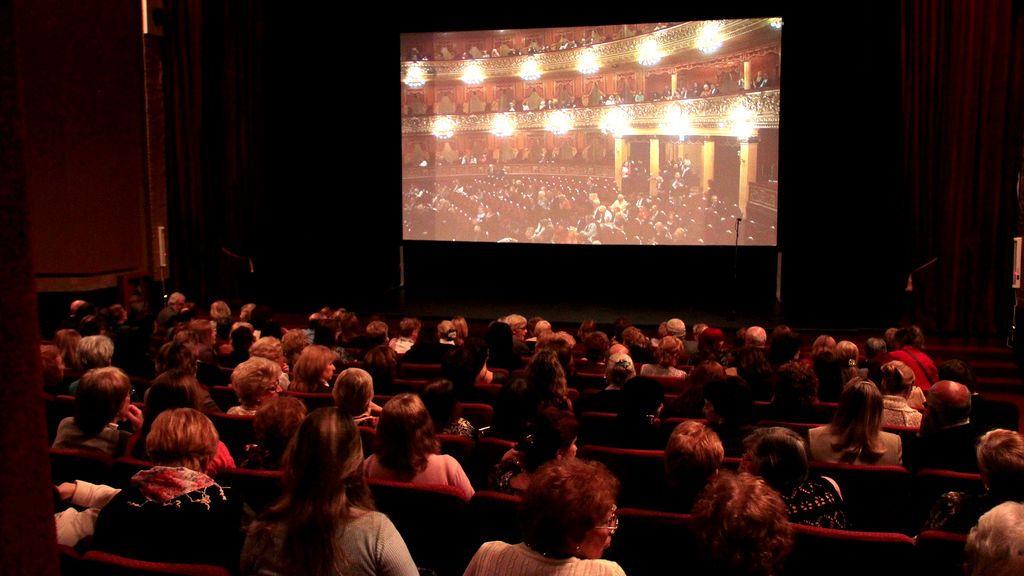 Prohíben a los niños de tres años asistir al cine y la medida se hace viral