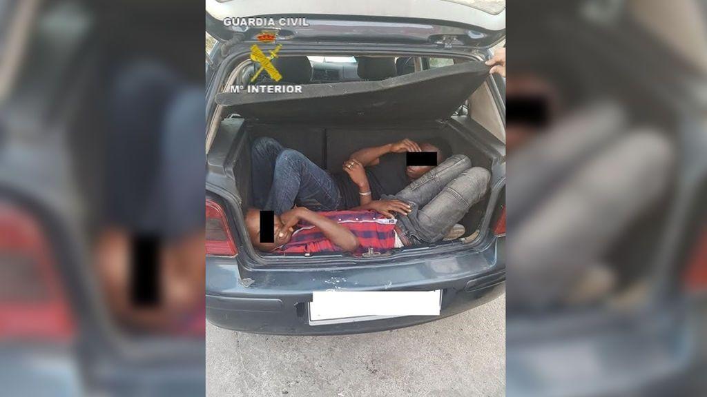 Detenido un conductor por entrar en la frontera de Melilla con 5 inmigrantes y herir a 2 agentes