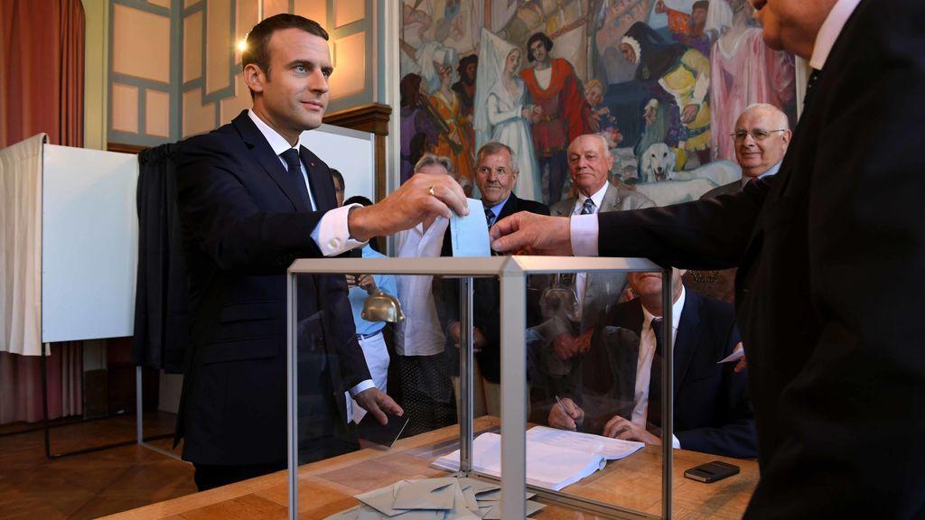 Abren los colegios en la segunda ronda de las legislativas, con Macron muy favorito