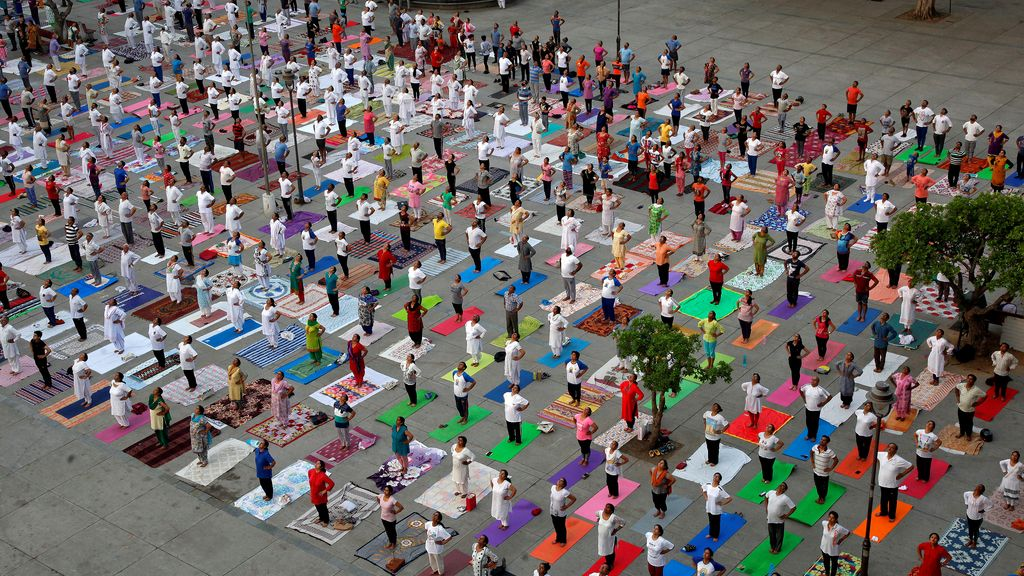 Yoga multitudinario en India