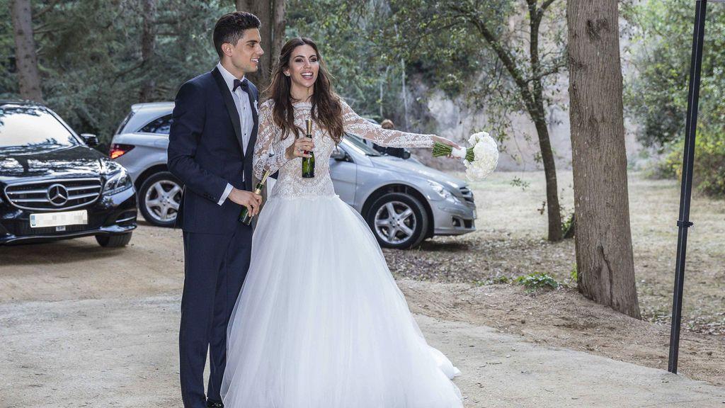 El brindis de Marc Bartra y Melissa Jimenez el día de su boda