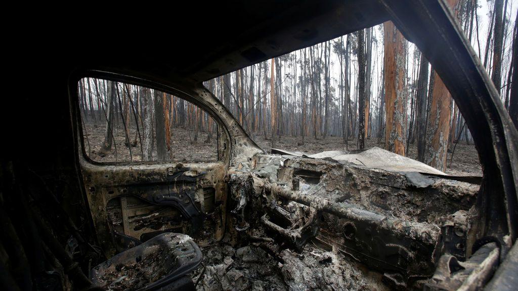 Automóviles calcinados tras el terrible incendio en Portugal